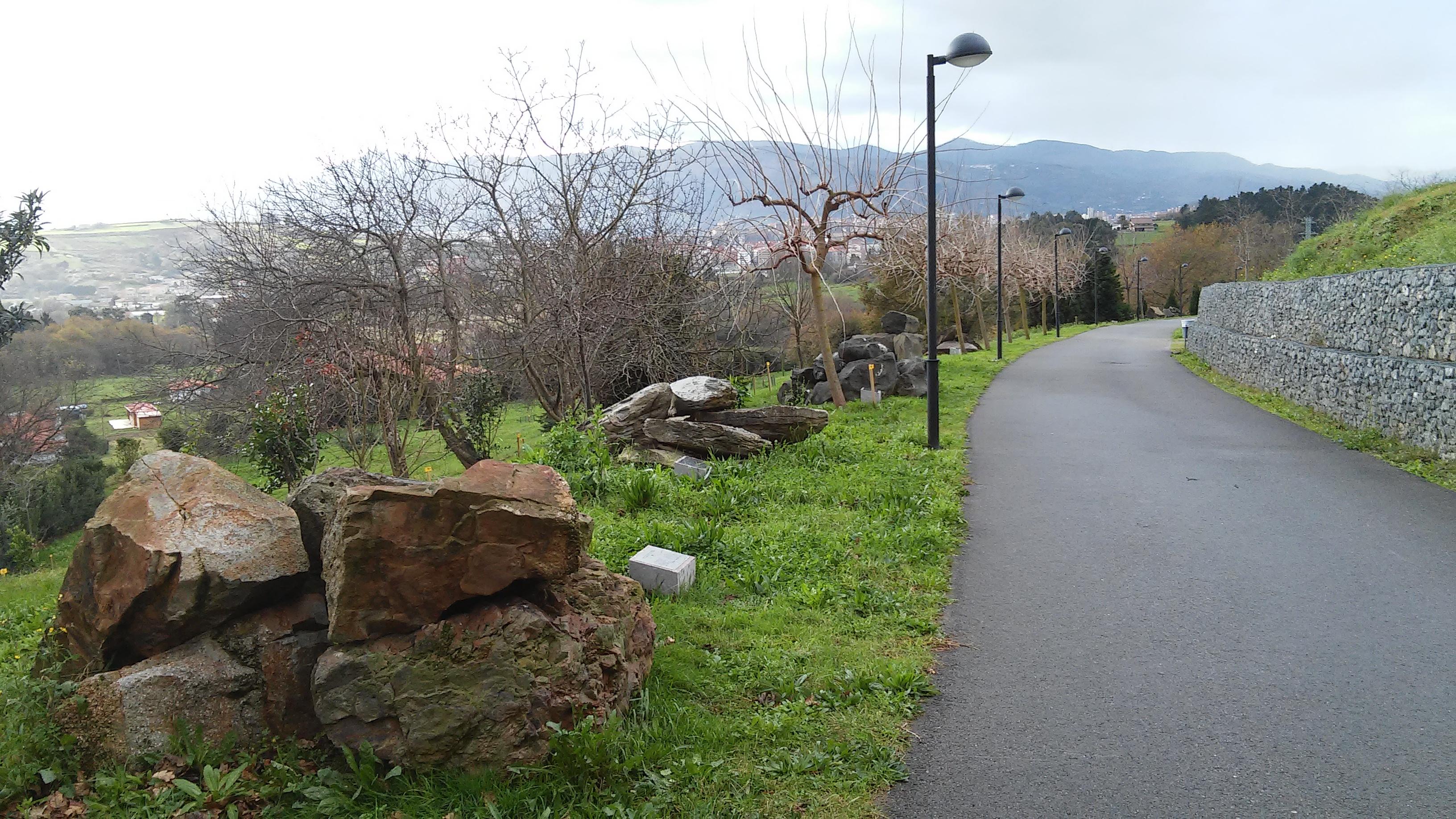 Camino piedras UPV/EHU UPV EHU Leioa Arboretum